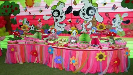 la torta es uno de los elementos ms llamativos de la mesa central y no puede pasar de ninguna manera si es una fiesta para nia