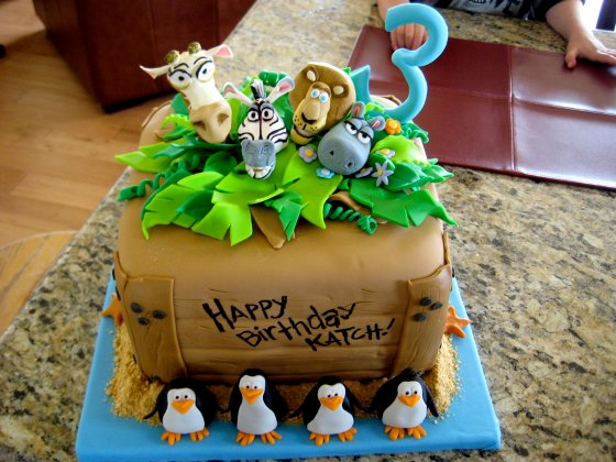 Trolls together with Hatching Chick Hard Boiled Eggs as well Ideas Cupcake in addition Floogals Fan likewise Kelly Ripa Mark Consuelos Vegas Wedding 20 Years Later 10322. on oscar party cakes
