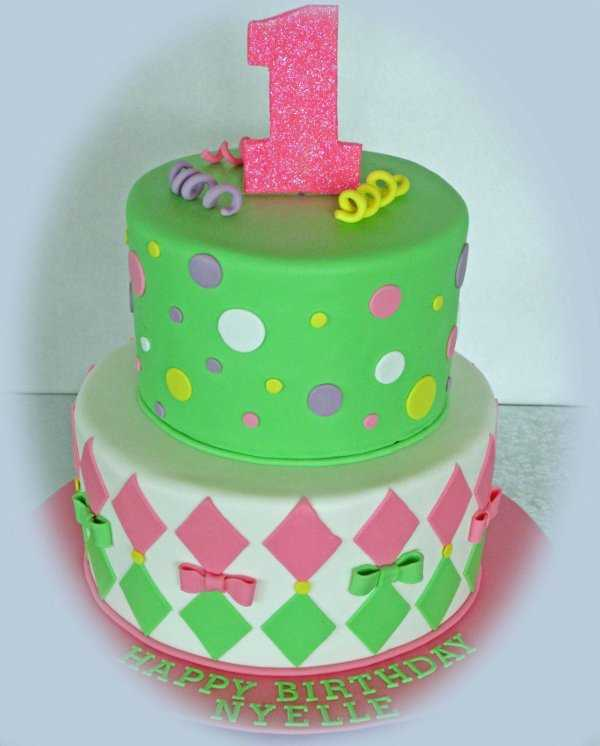 Cupcakes o tortas? ¡Lo que estás buscando para el primer cumpleaños ...